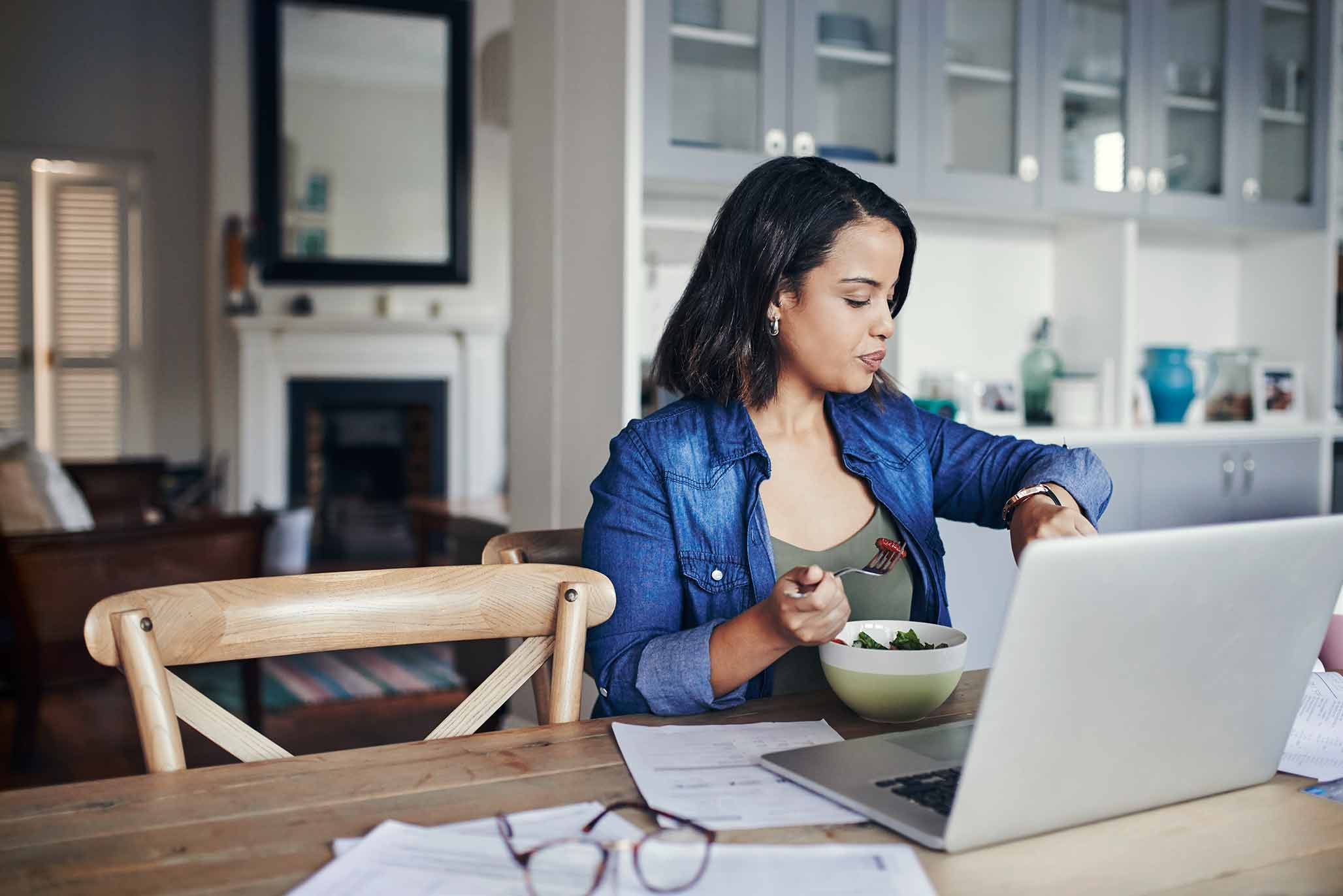 Woman's role in shaping the finances of a household
